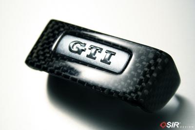 karbon tour de badge gti carbone pour volant. Black Bedroom Furniture Sets. Home Design Ideas